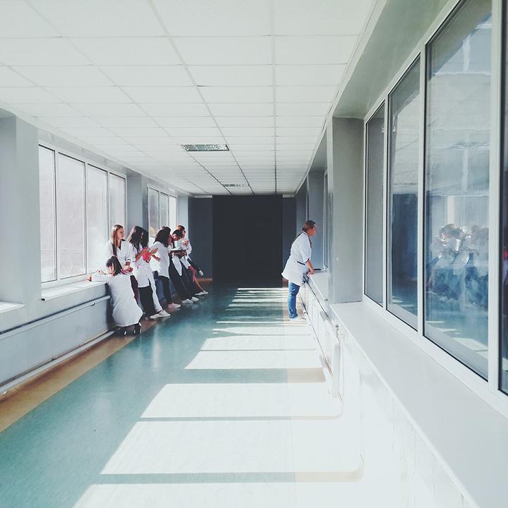 病棟と外来、働きやすいのは?