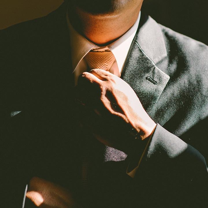 プロの力を借りて情報を集める